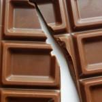なぜチョコレートを食べすぎると鼻血が出るのか?